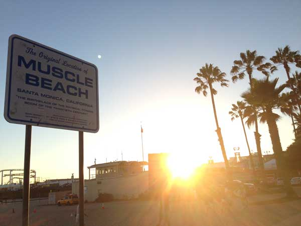 Muscle Beach Schild in Santa Monica.