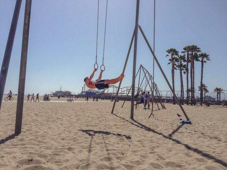 Calisthenics am Strand: Front-Lever
