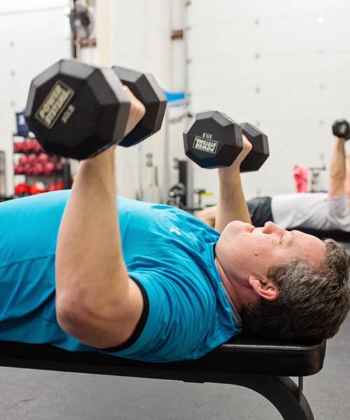 Familienvater im Fitnesscenter? Ebenfalls ein Bodybuilder!